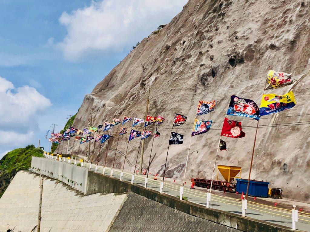 道路にはためく大漁旗